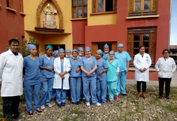 Noticias - Estudiantes de la carrera de Odontología de la UNSLP en Santiago de Huata